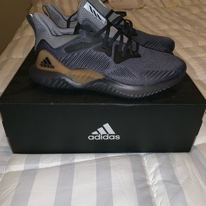 I am selling my adidas shoes.